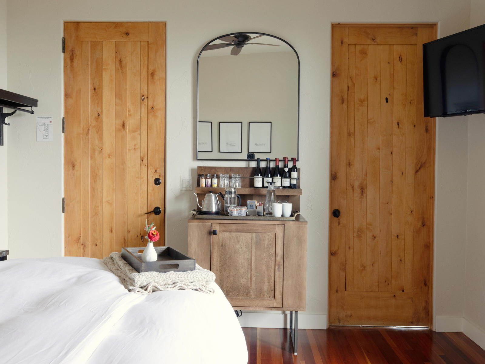 Black Walnut Vineyard - Accommodations - Gallery